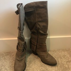 Size 9.5 knee boots